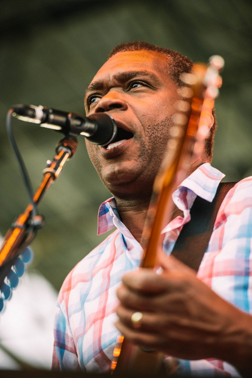 robert_cray_live_the_lawn_indianapolis_2013-06