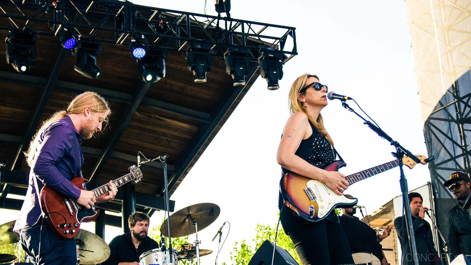 tedeschi_trucks_band_live_the_lawn_indianapolis_2013-20