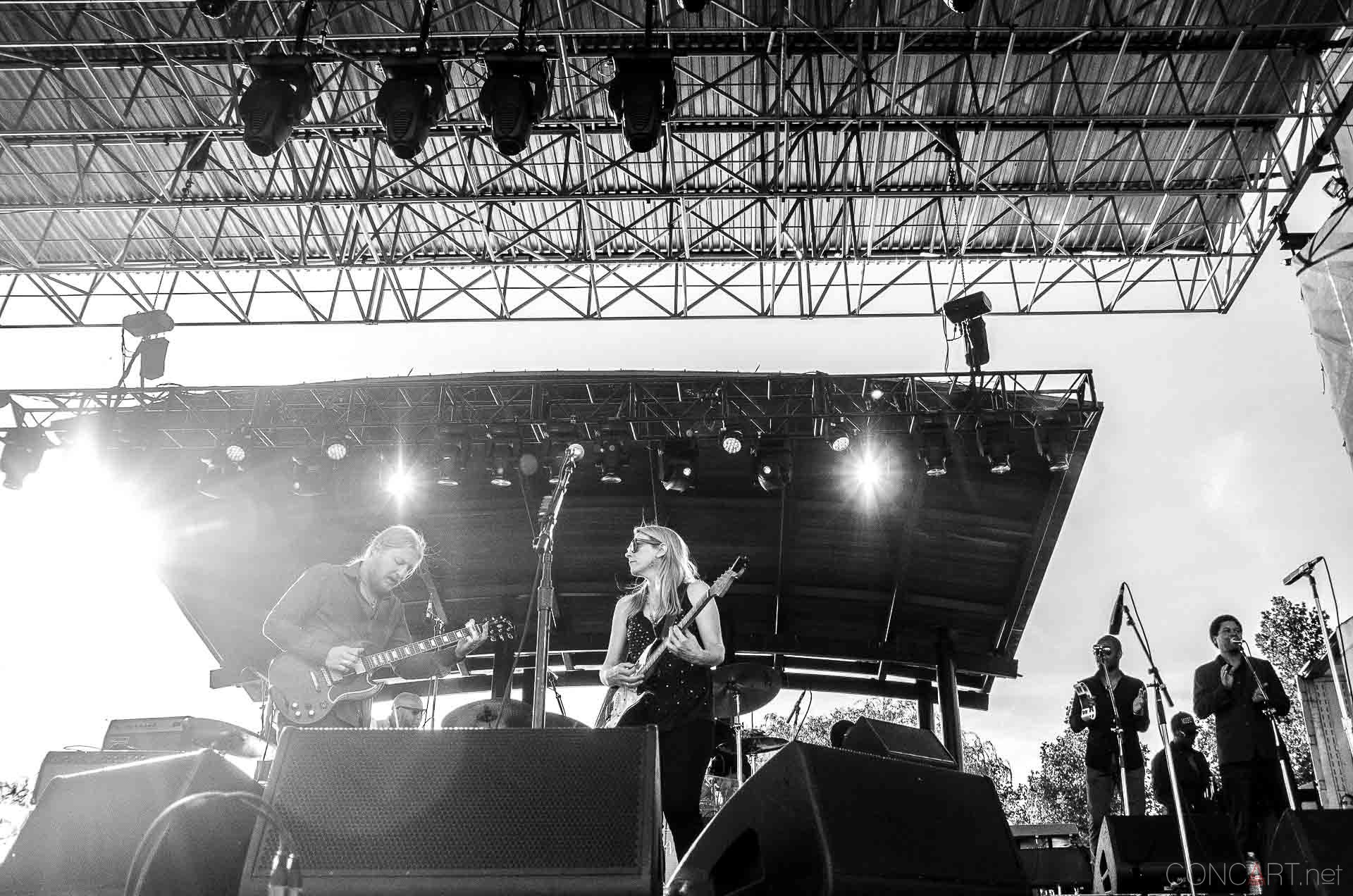 tedeschi_trucks_band_live_the_lawn_indianapolis_2013-27