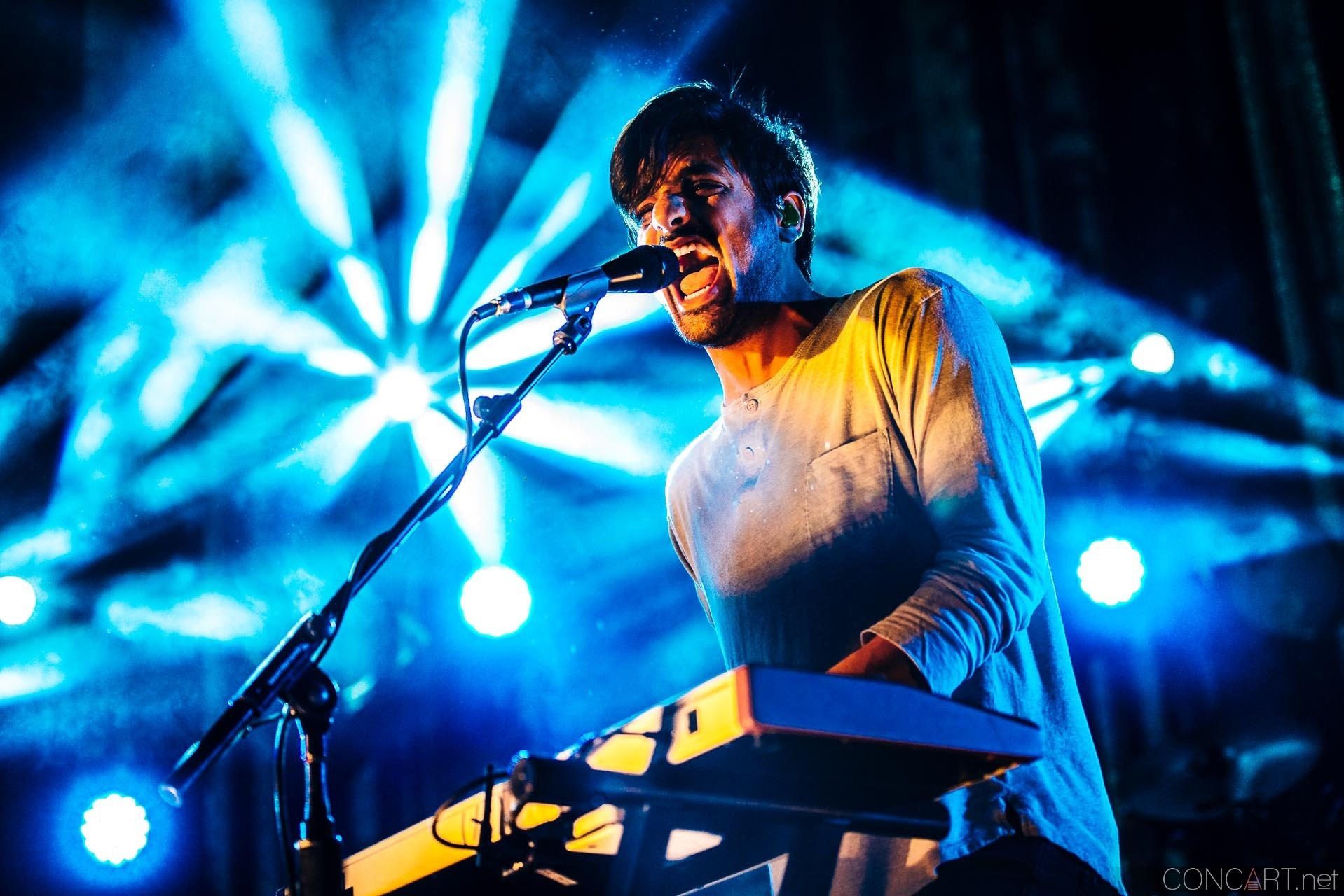 Young The Giant photo by Sean Molin 49