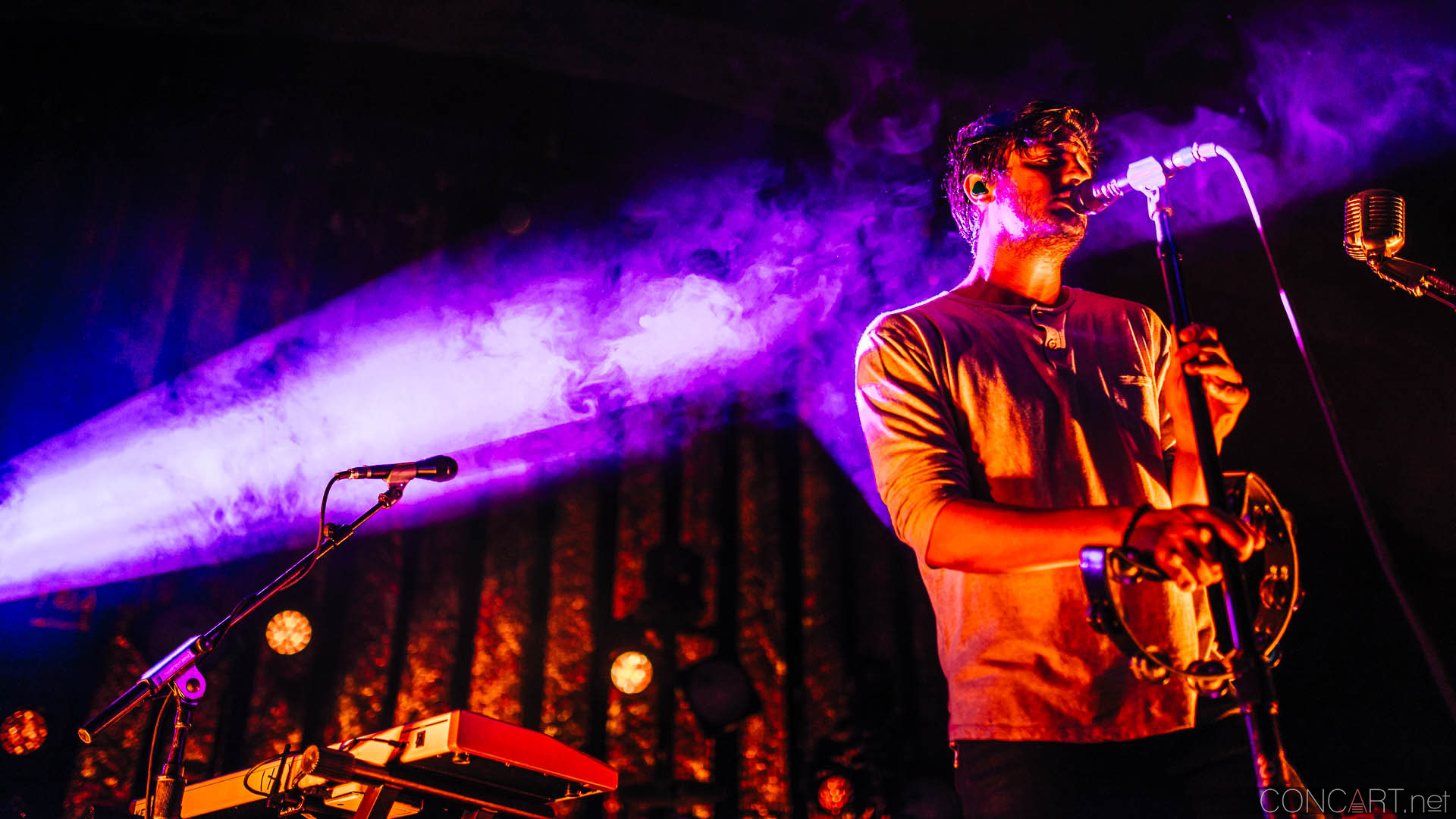 Young The Giant photo by Sean Molin 46