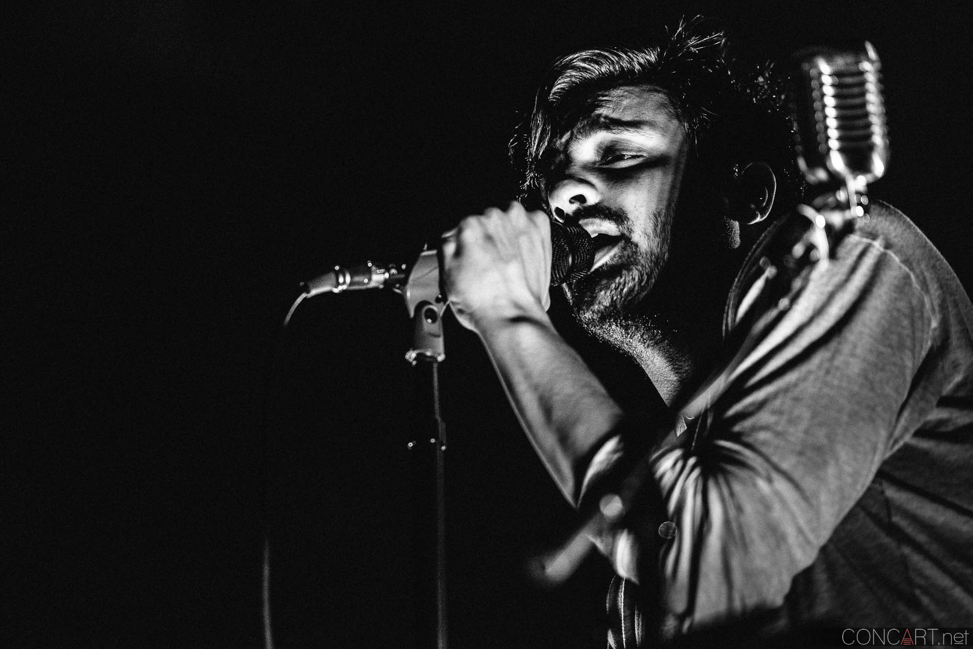 Young The Giant photo by Sean Molin 44