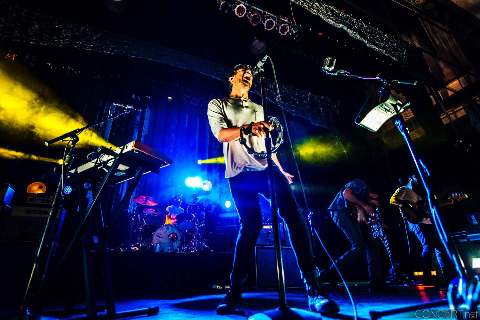 Young The Giant photo by Sean Molin 42