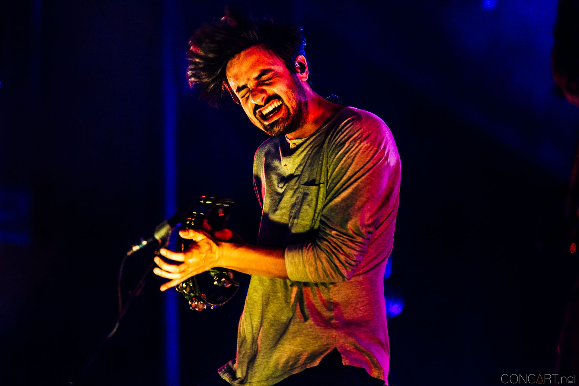 Young The Giant photo by Sean Molin 38