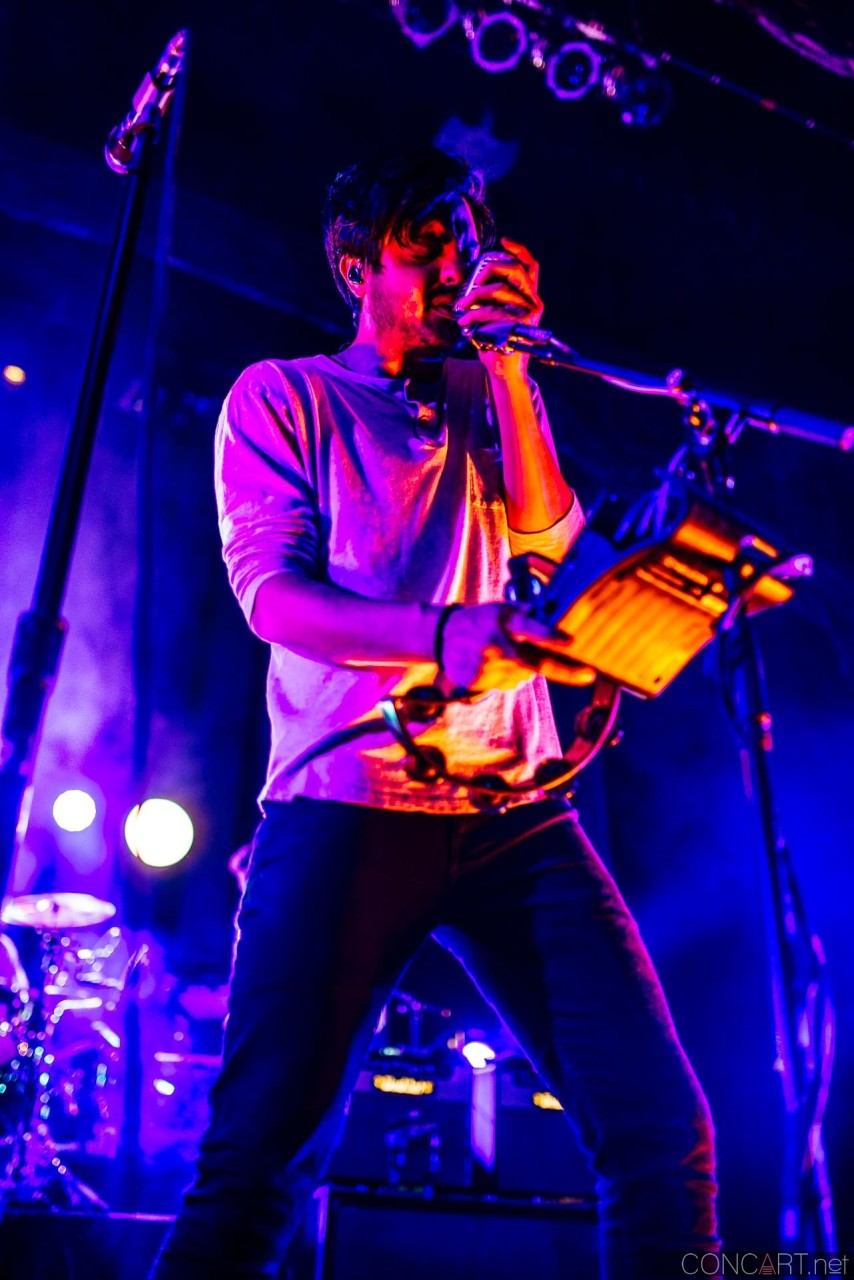 Young The Giant photo by Sean Molin 35