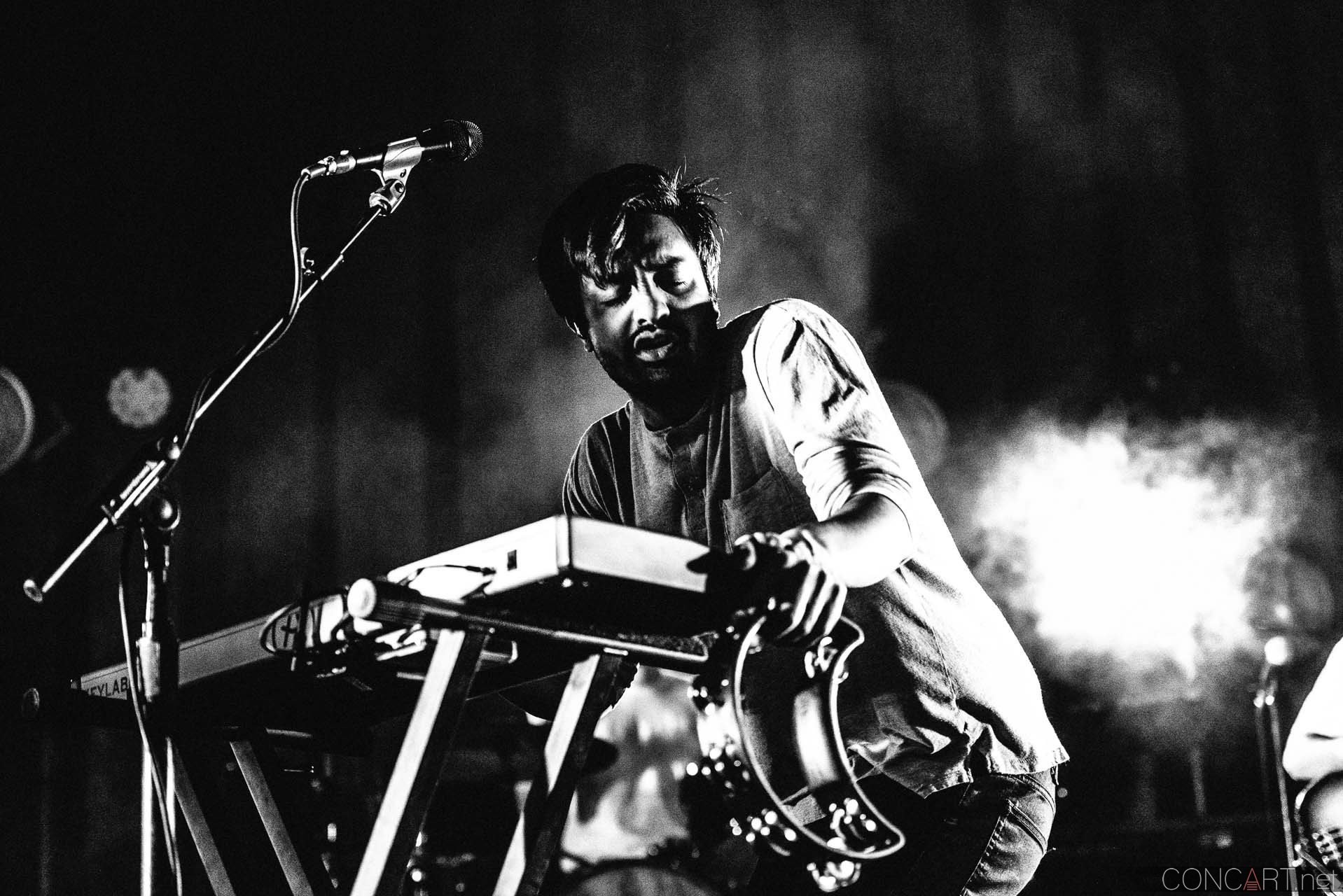 Young The Giant photo by Sean Molin 24
