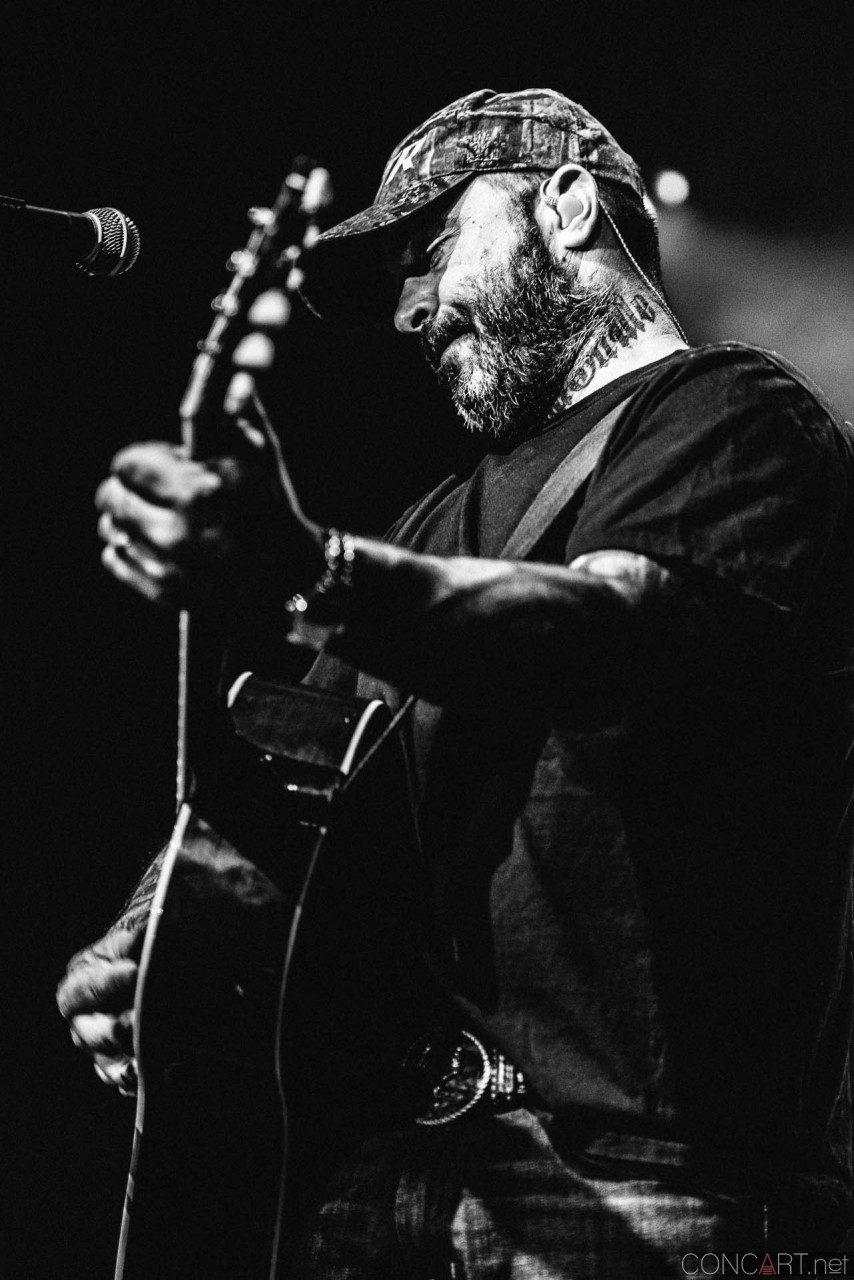 aaron_lewis_live_old_national_egyptian_room_indianapolis_2014-15