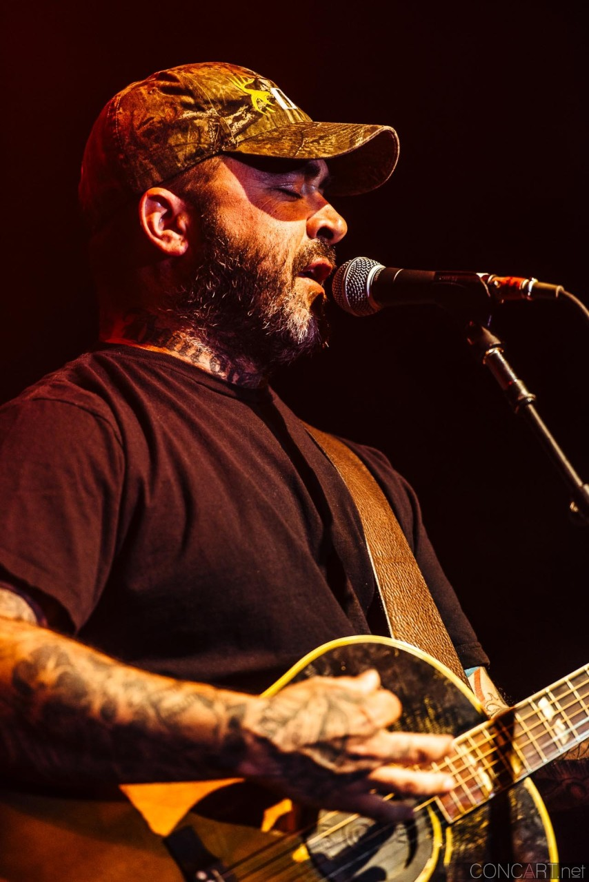 aaron_lewis_live_old_national_egyptian_room_indianapolis_2014-17