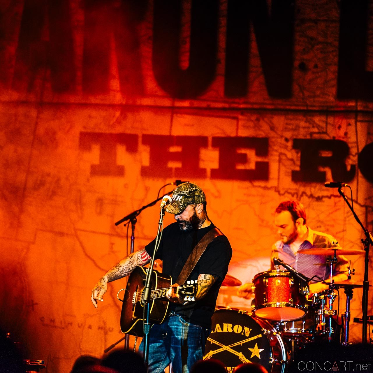aaron_lewis_live_old_national_egyptian_room_indianapolis_2014-19