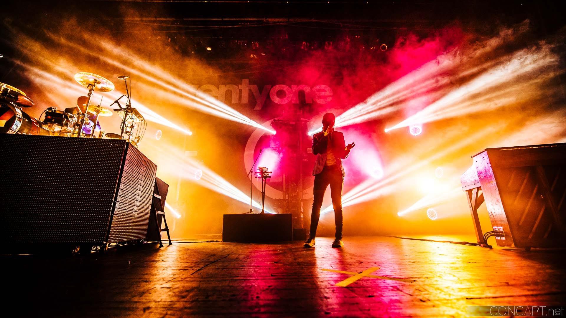 Twenty One Pilots photo by Sean Molin 36