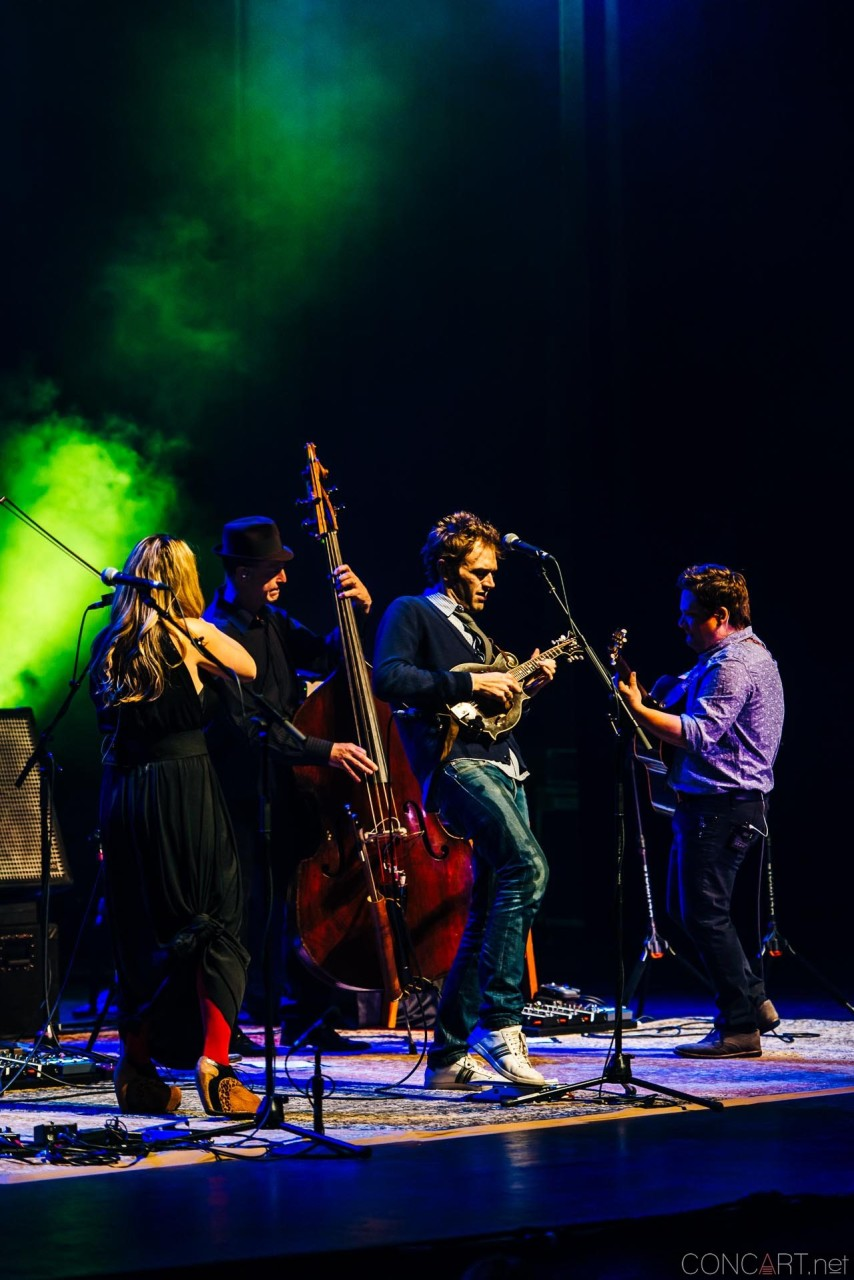 nickel_creek_old_national_centre_murat_theatre_indianapolis_2014-13