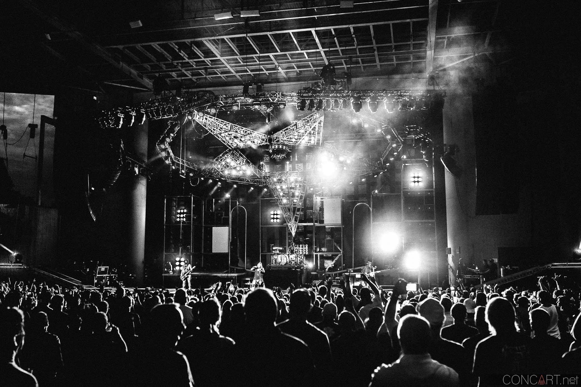 Mötley Crüe photo by Sean Molin 2