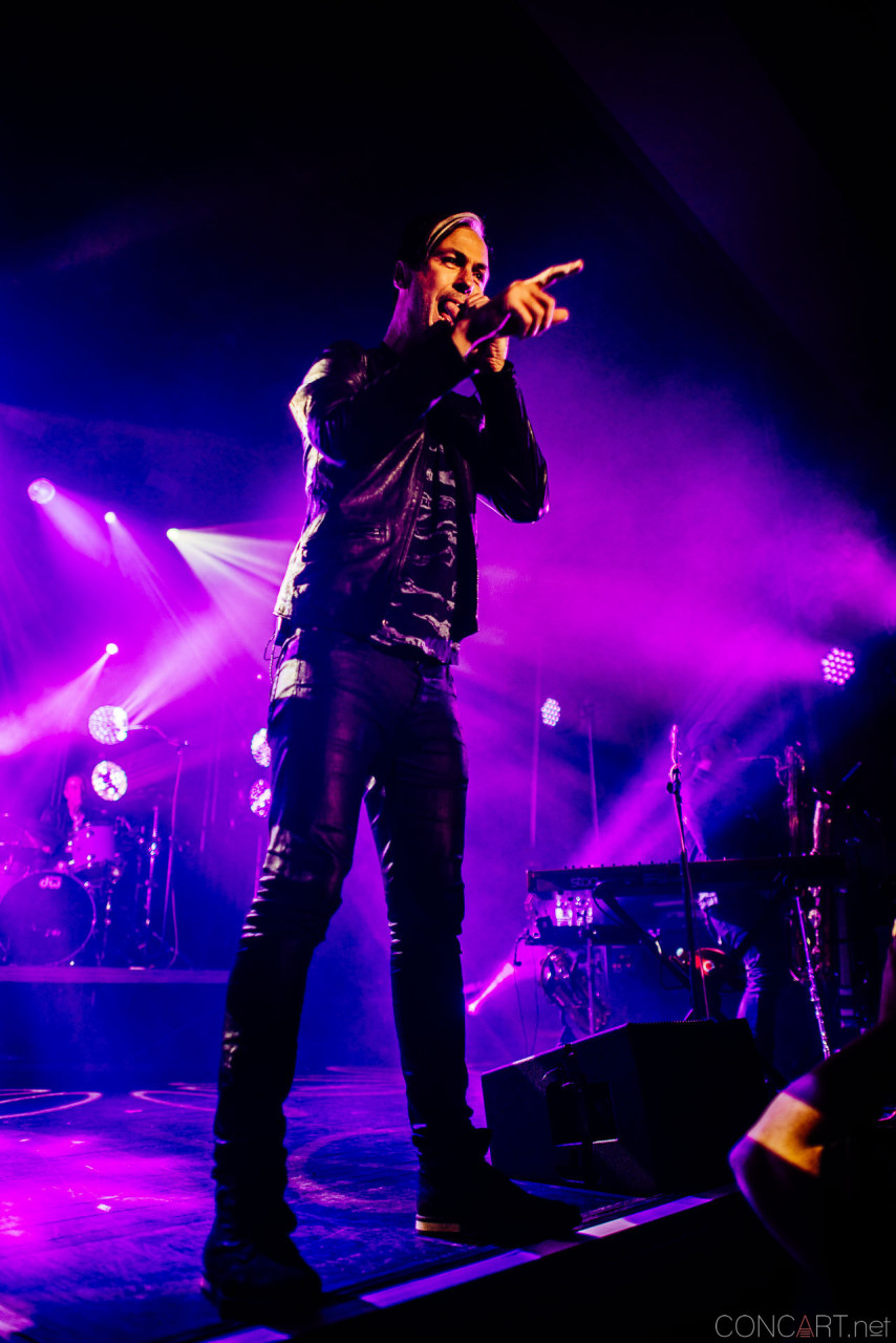 Fitz And The Tantrums photo by Sean Molin 25