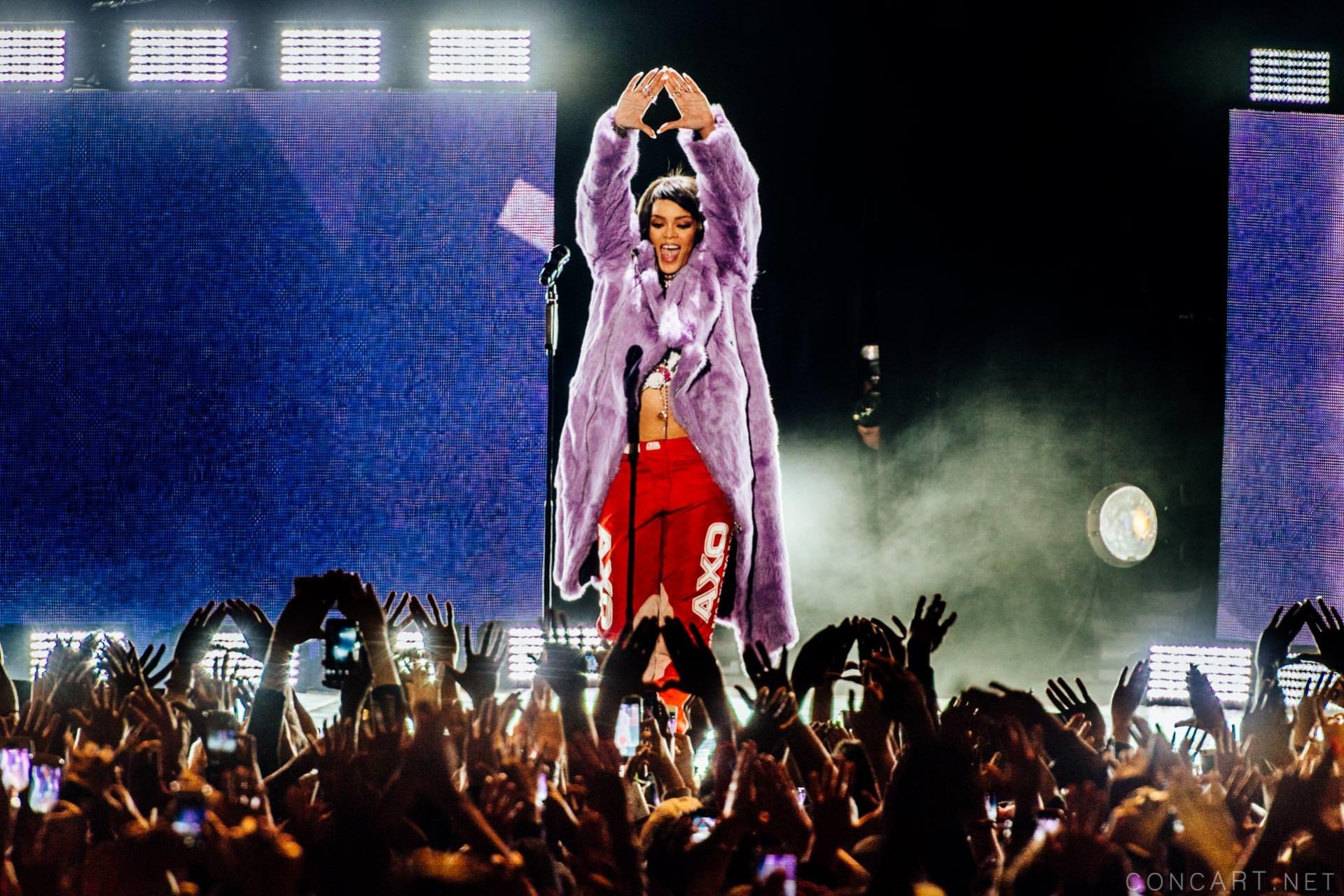 Rihanna photo by Sean Molin 1