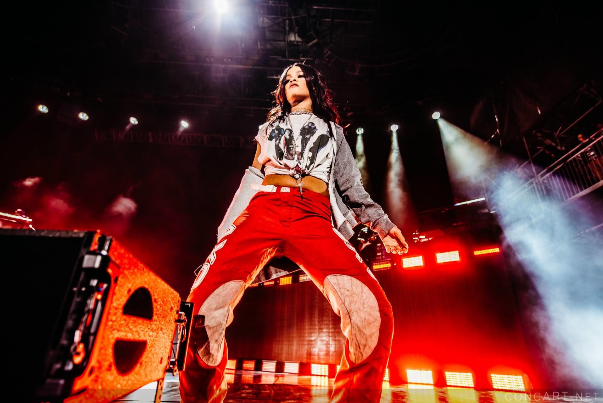 Rihanna photo by Sean Molin 3
