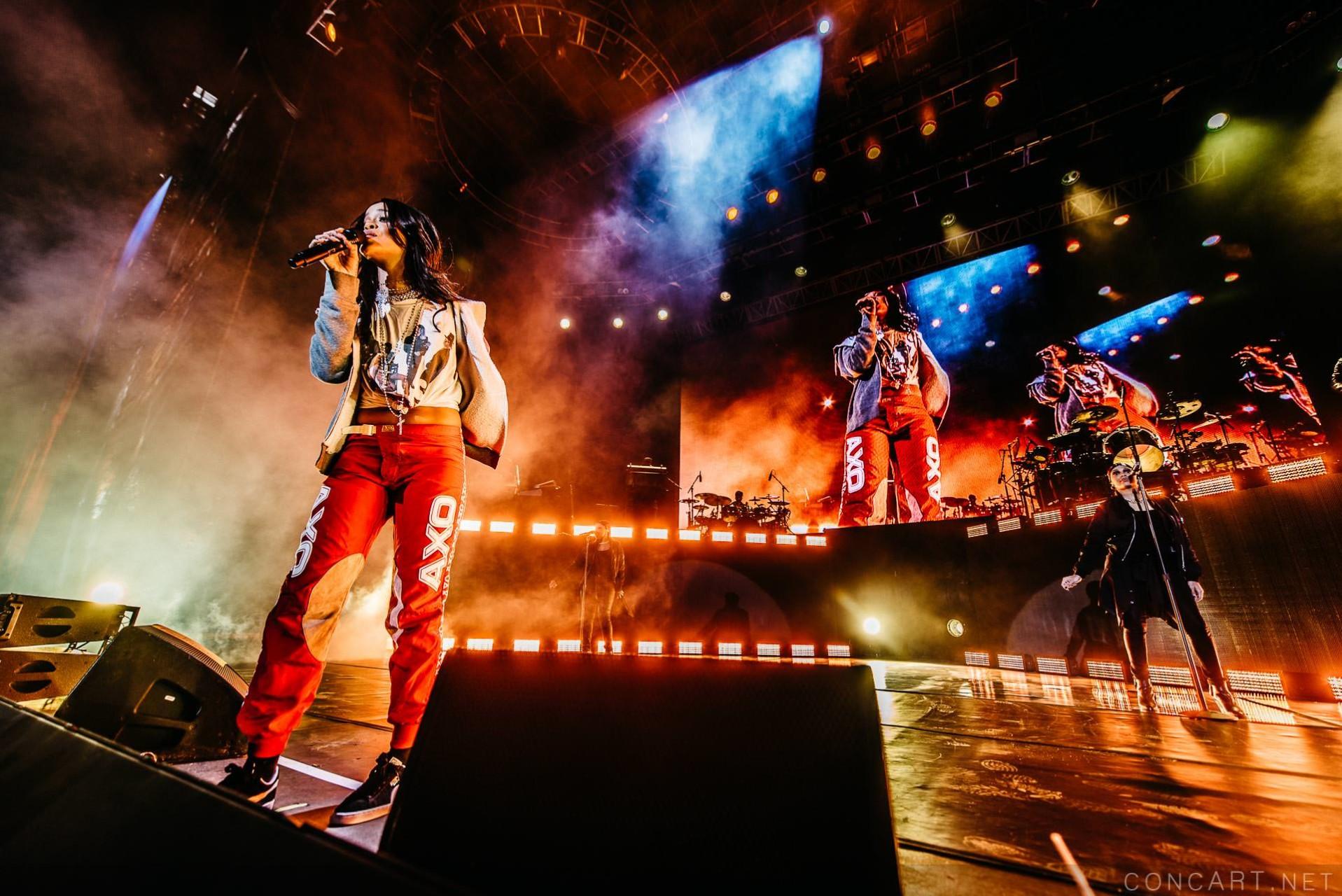 Rihanna photo by Sean Molin 6