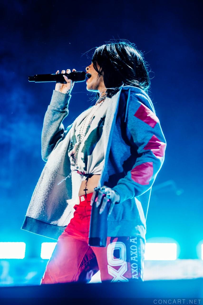 Rihanna photo by Sean Molin 16