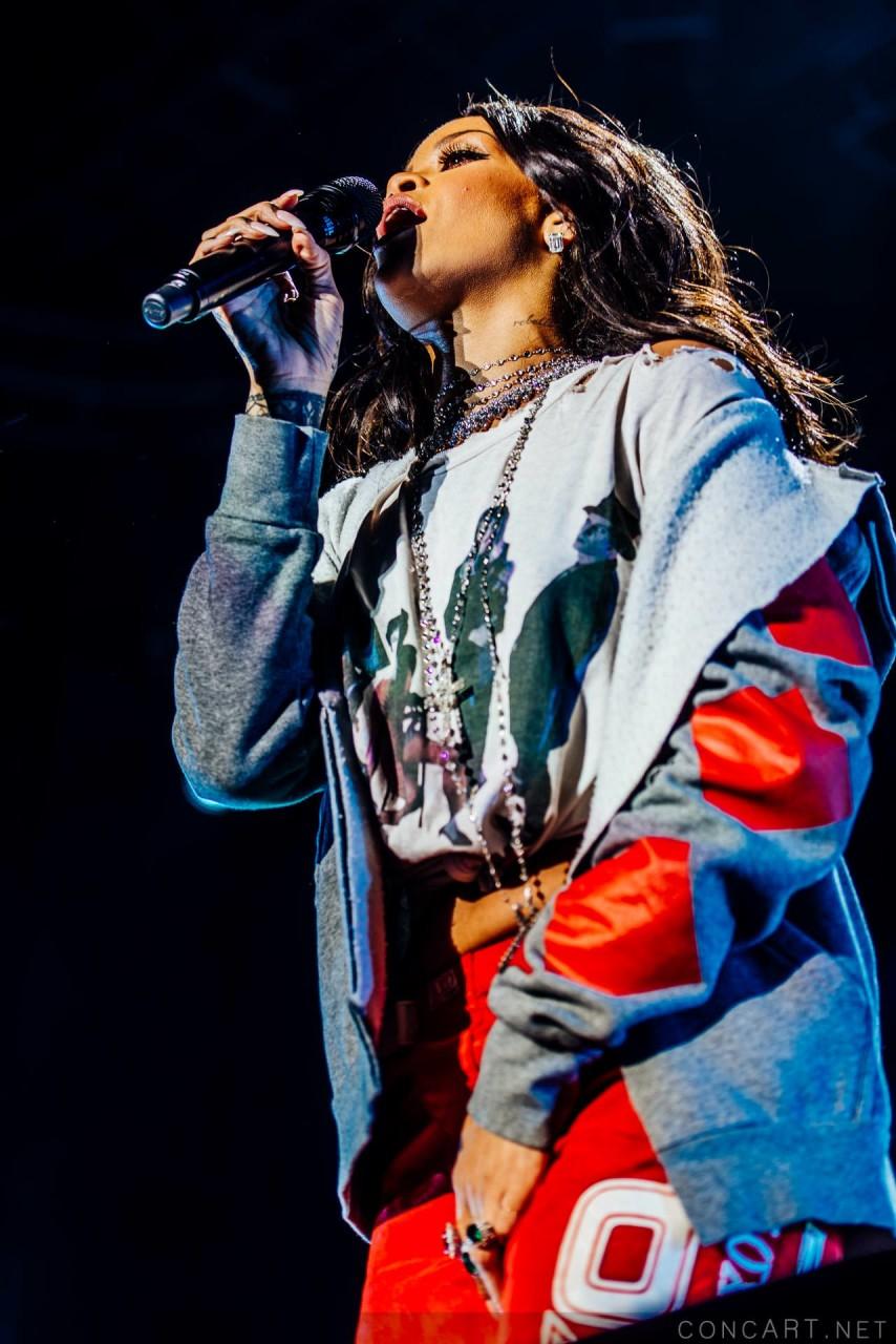 Rihanna photo by Sean Molin 23