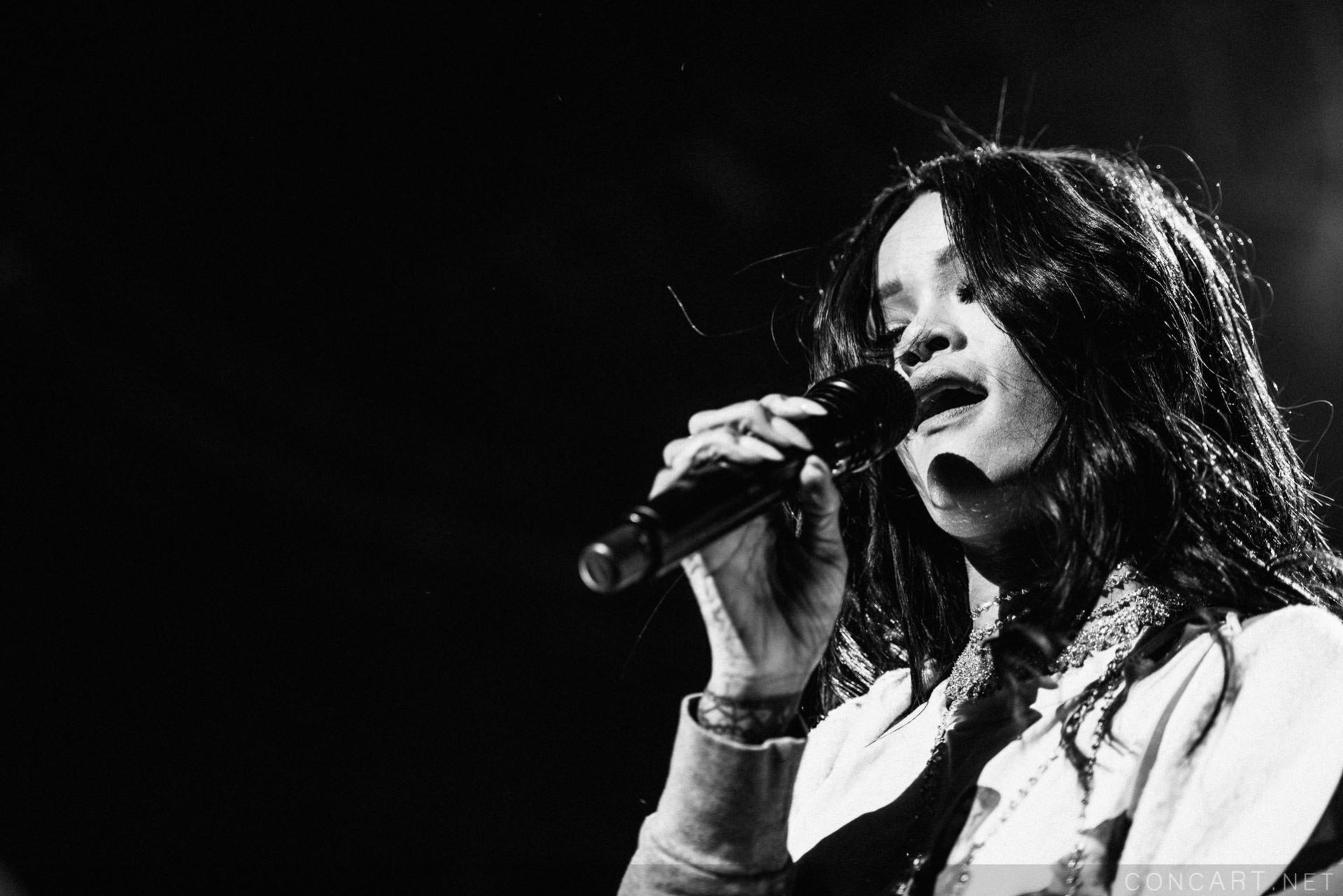 Rihanna photo by Sean Molin 25