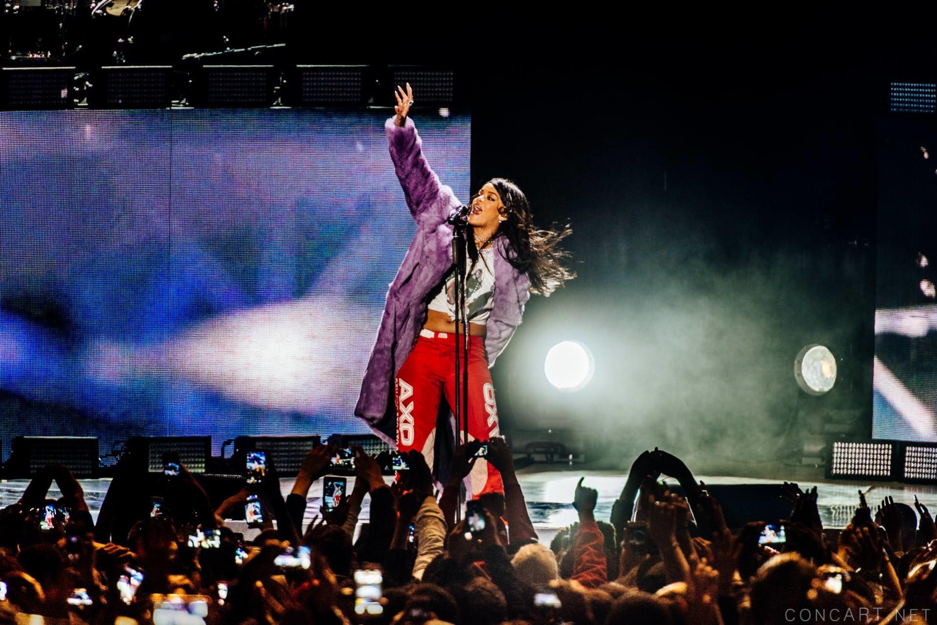 Rihanna photo by Sean Molin 28