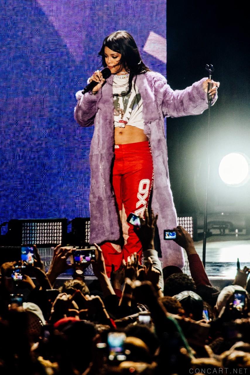 Rihanna photo by Sean Molin 29