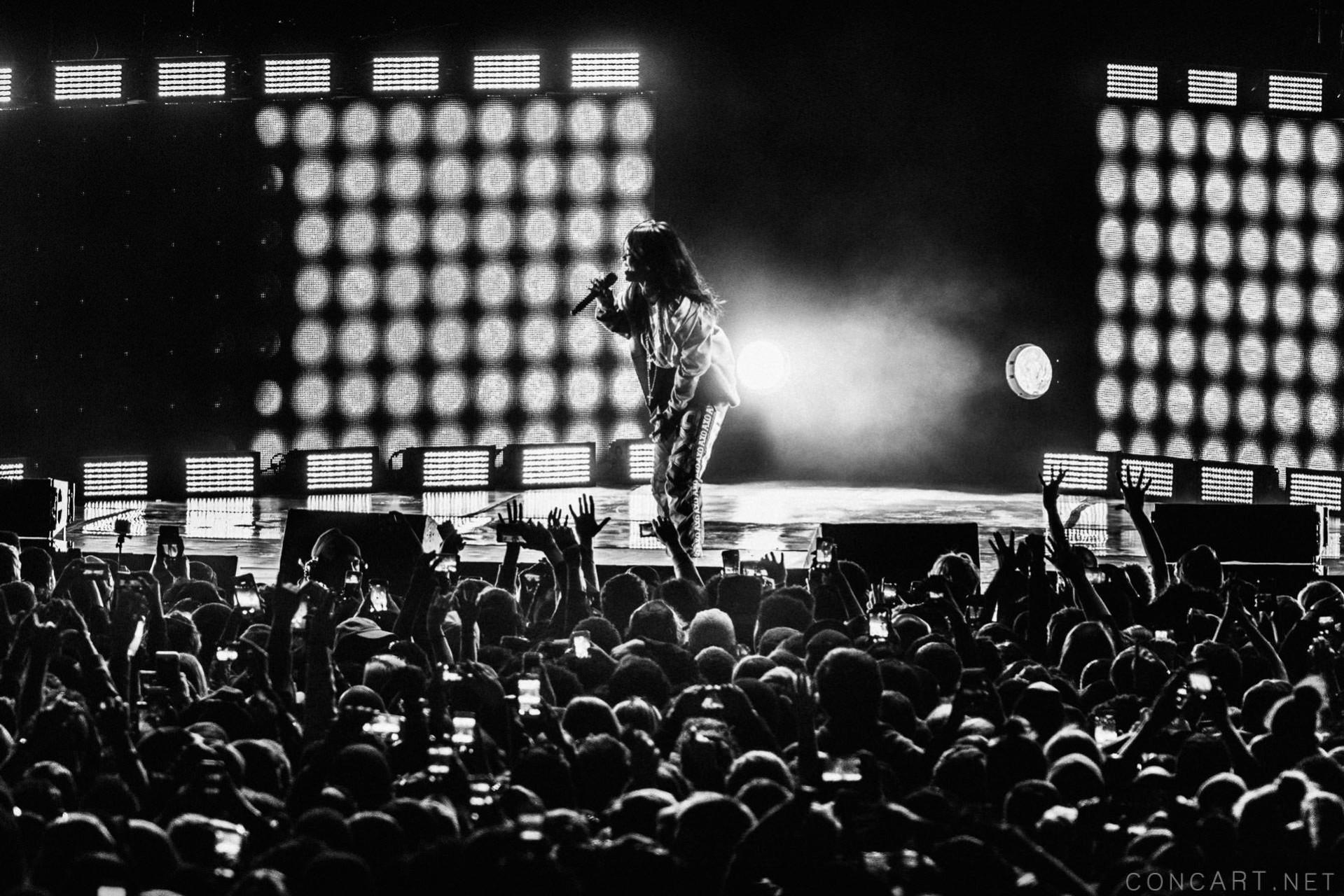 Rihanna photo by Sean Molin 35