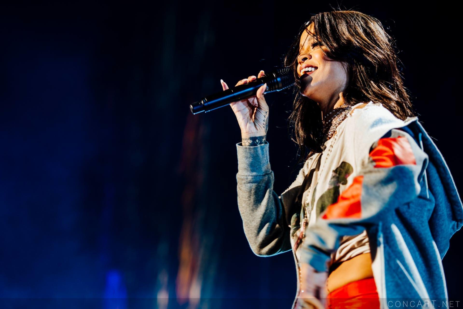 Rihanna photo by Sean Molin 36