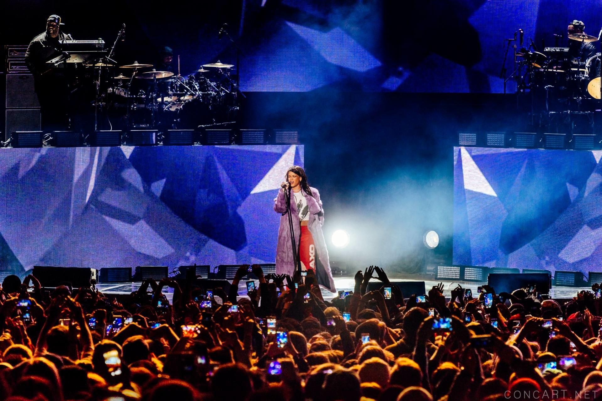 Rihanna photo by Sean Molin 41