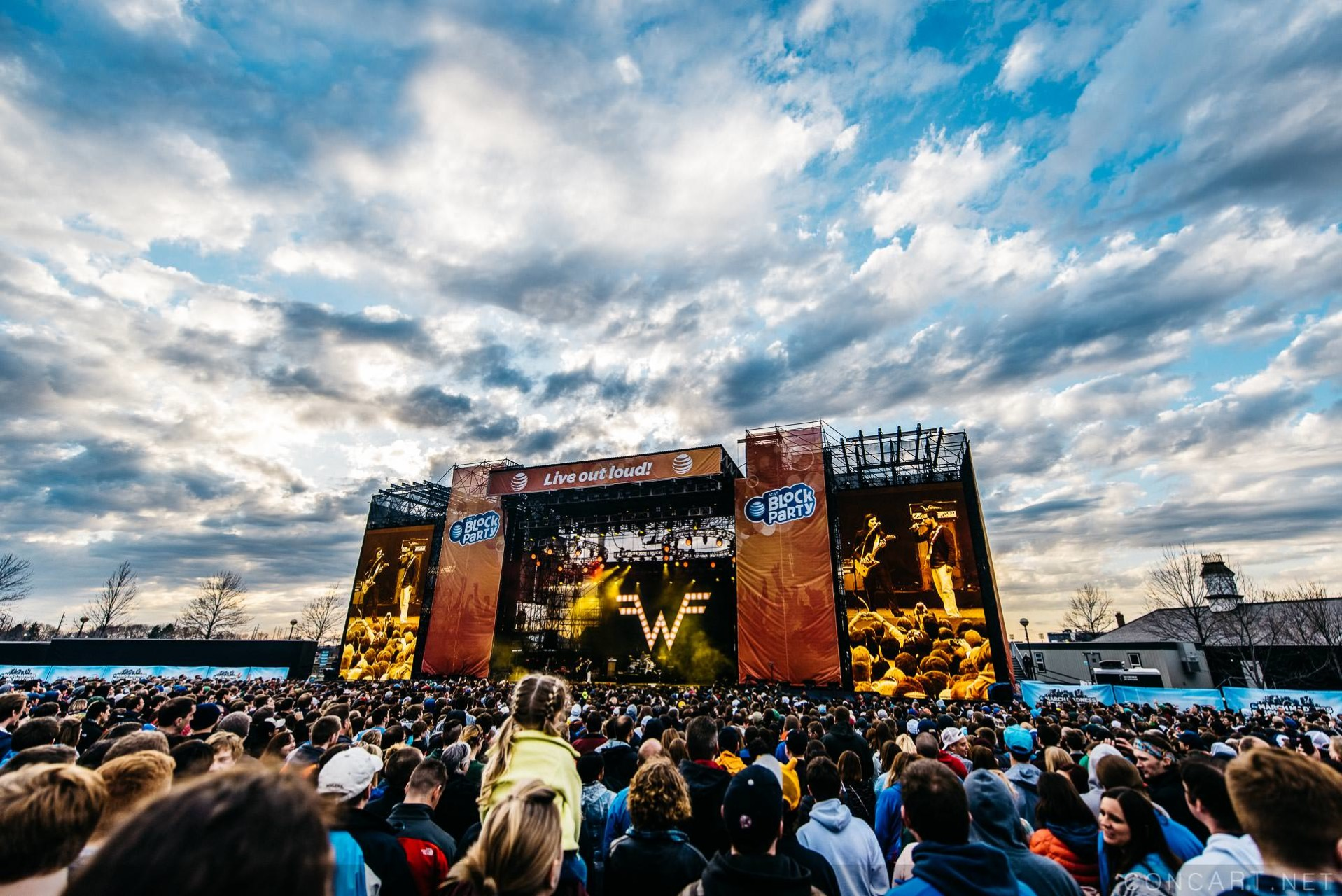 Weezer photo by Sean Molin