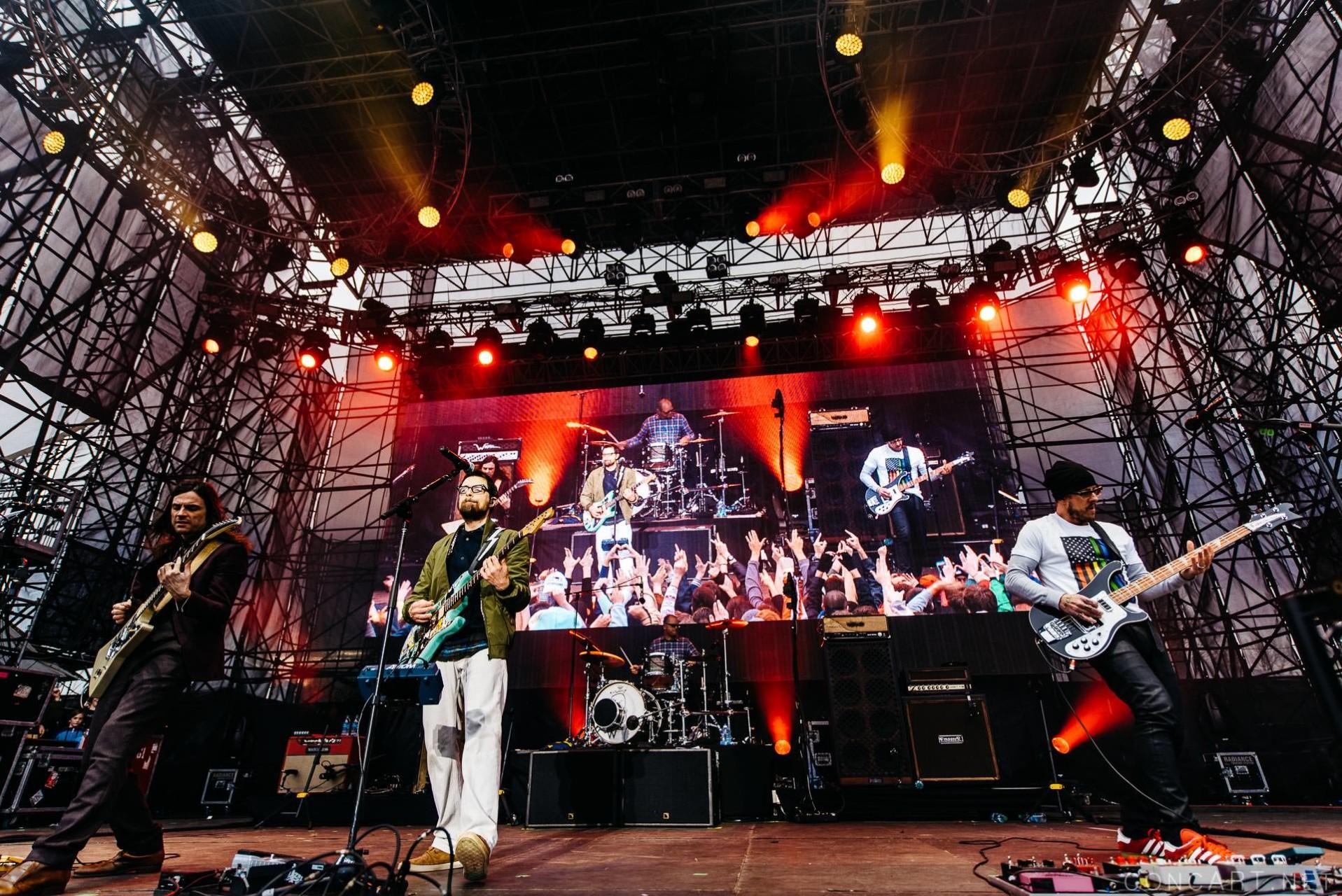Weezer photo by Sean Molin 1