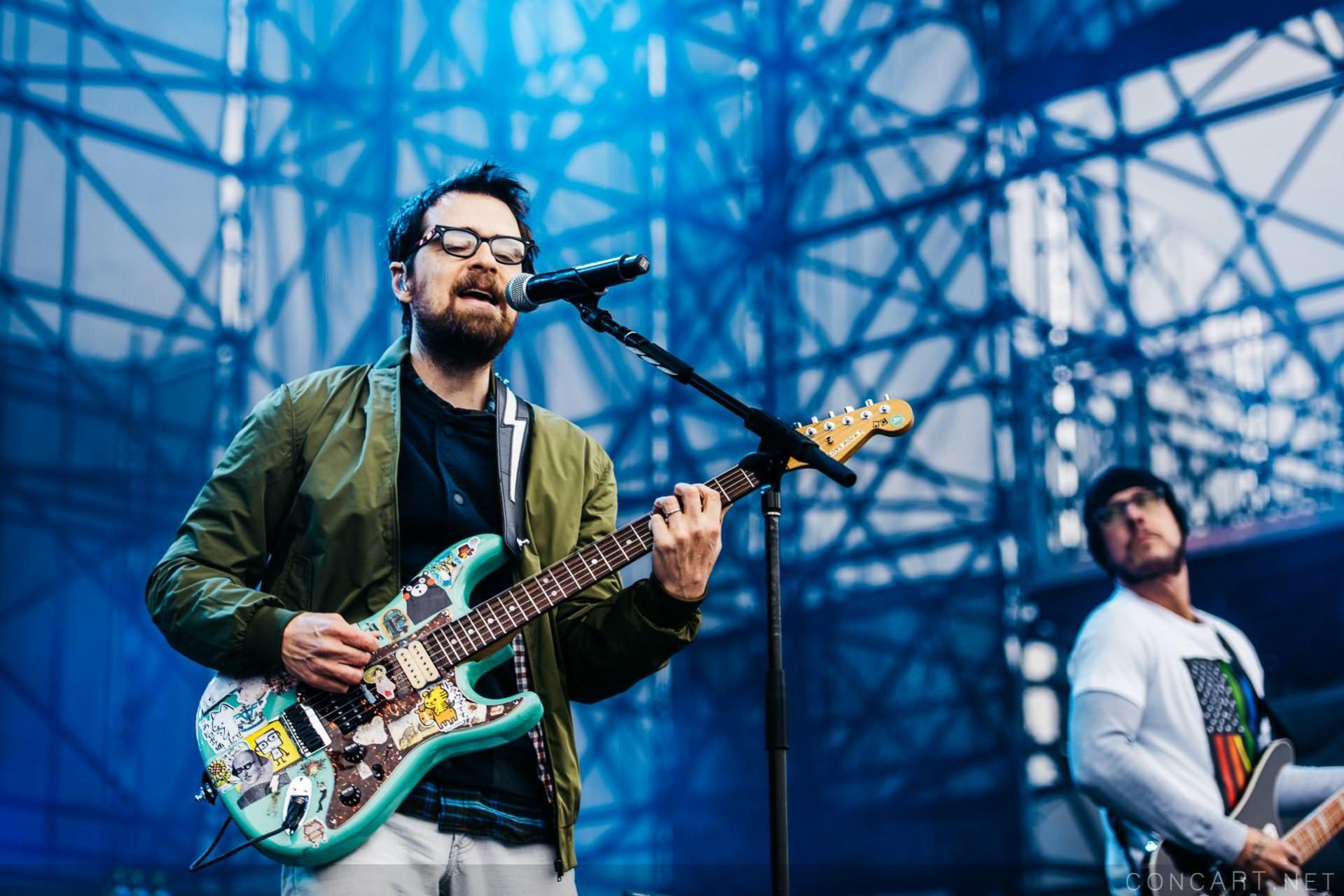 Weezer photo by Sean Molin 9