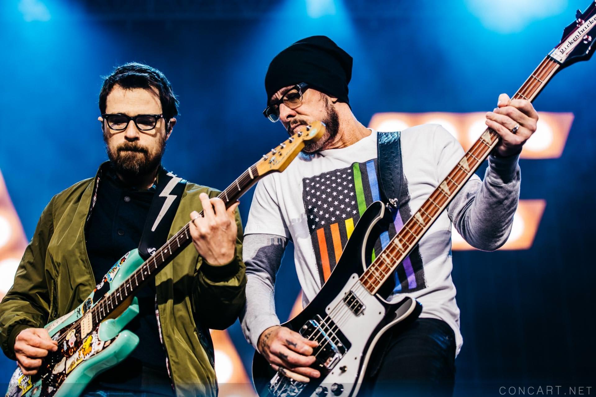 Weezer photo by Sean Molin 17