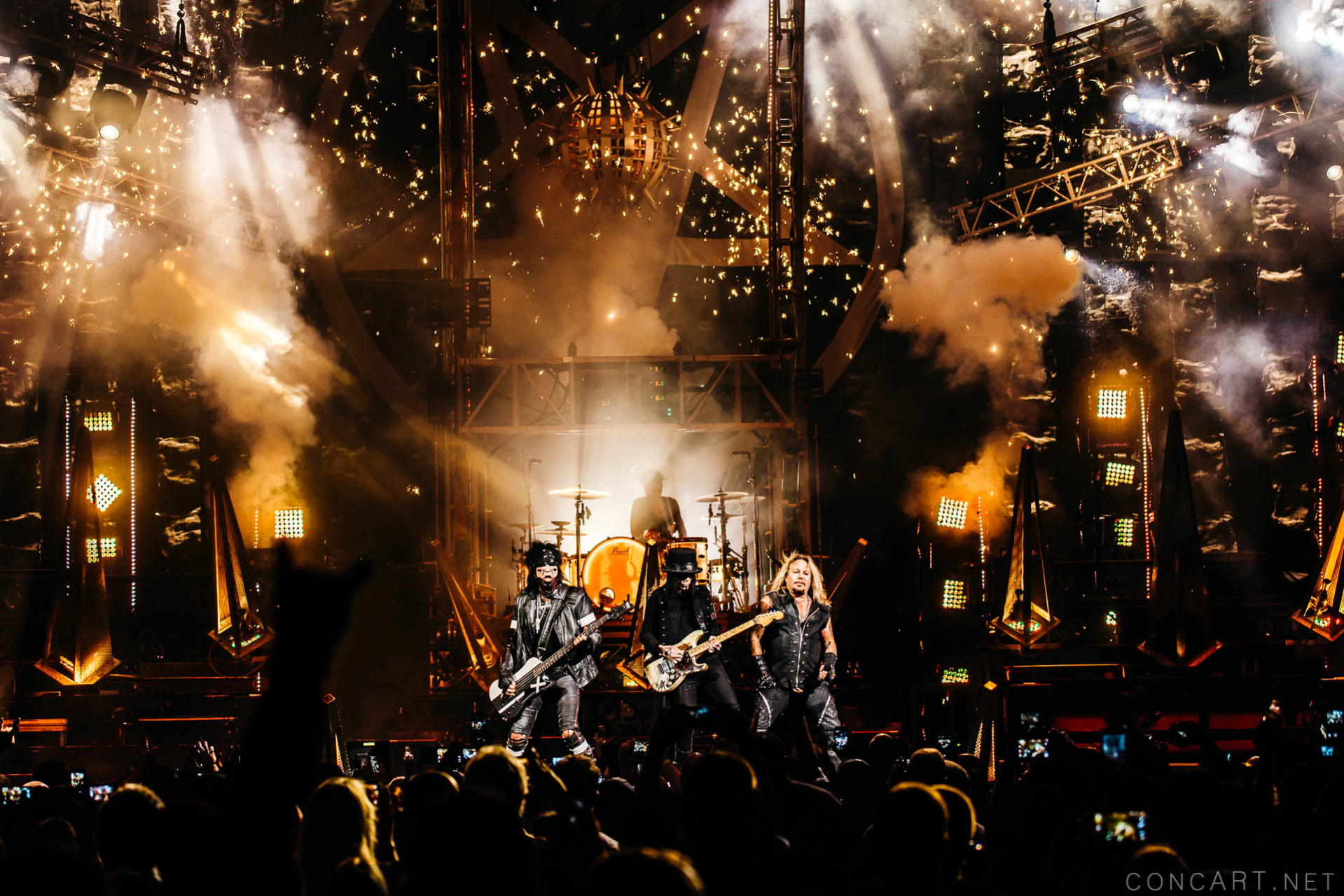 Mötley Crüe photo by Sean Molin 29