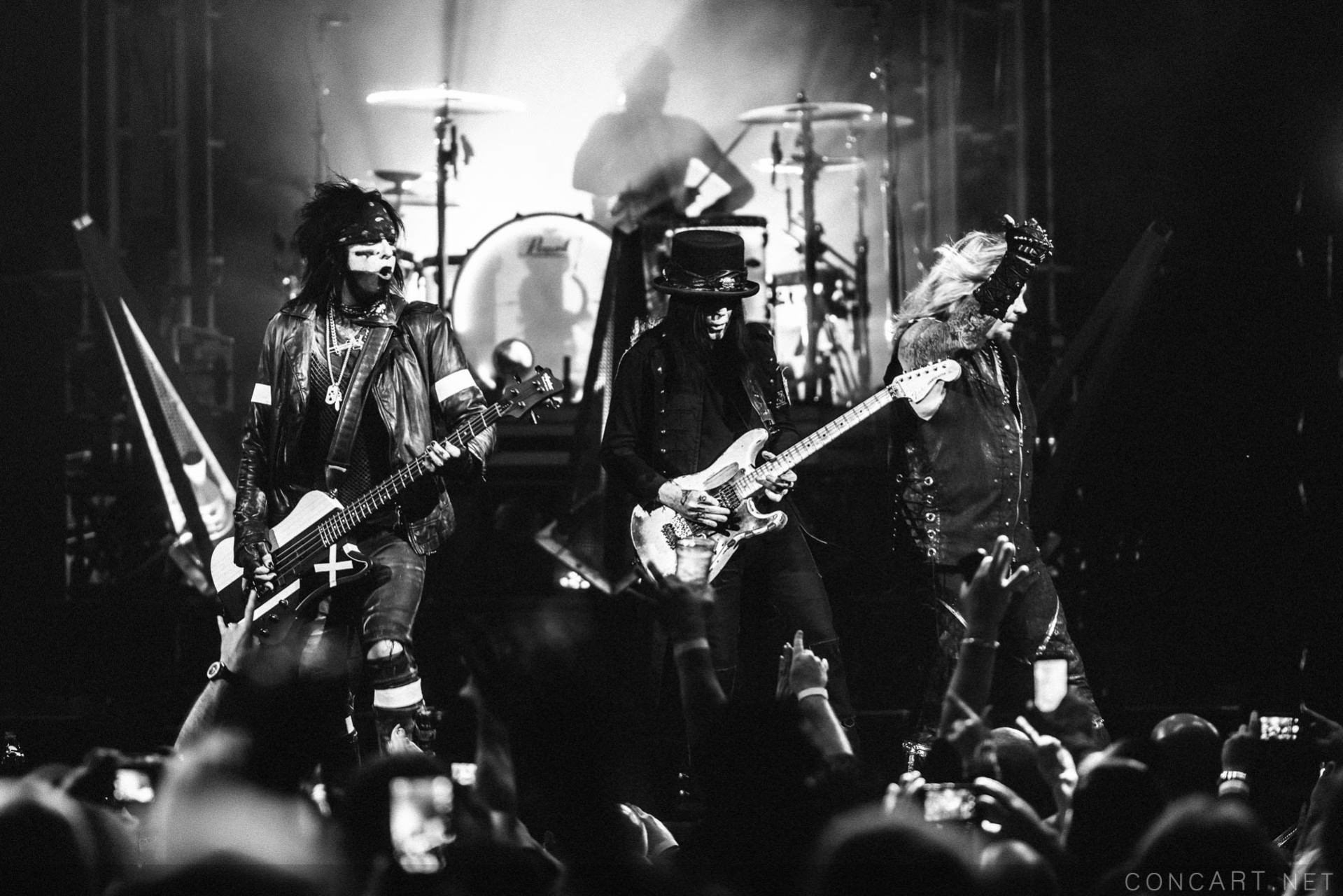 Mötley Crüe photo by Sean Molin 46
