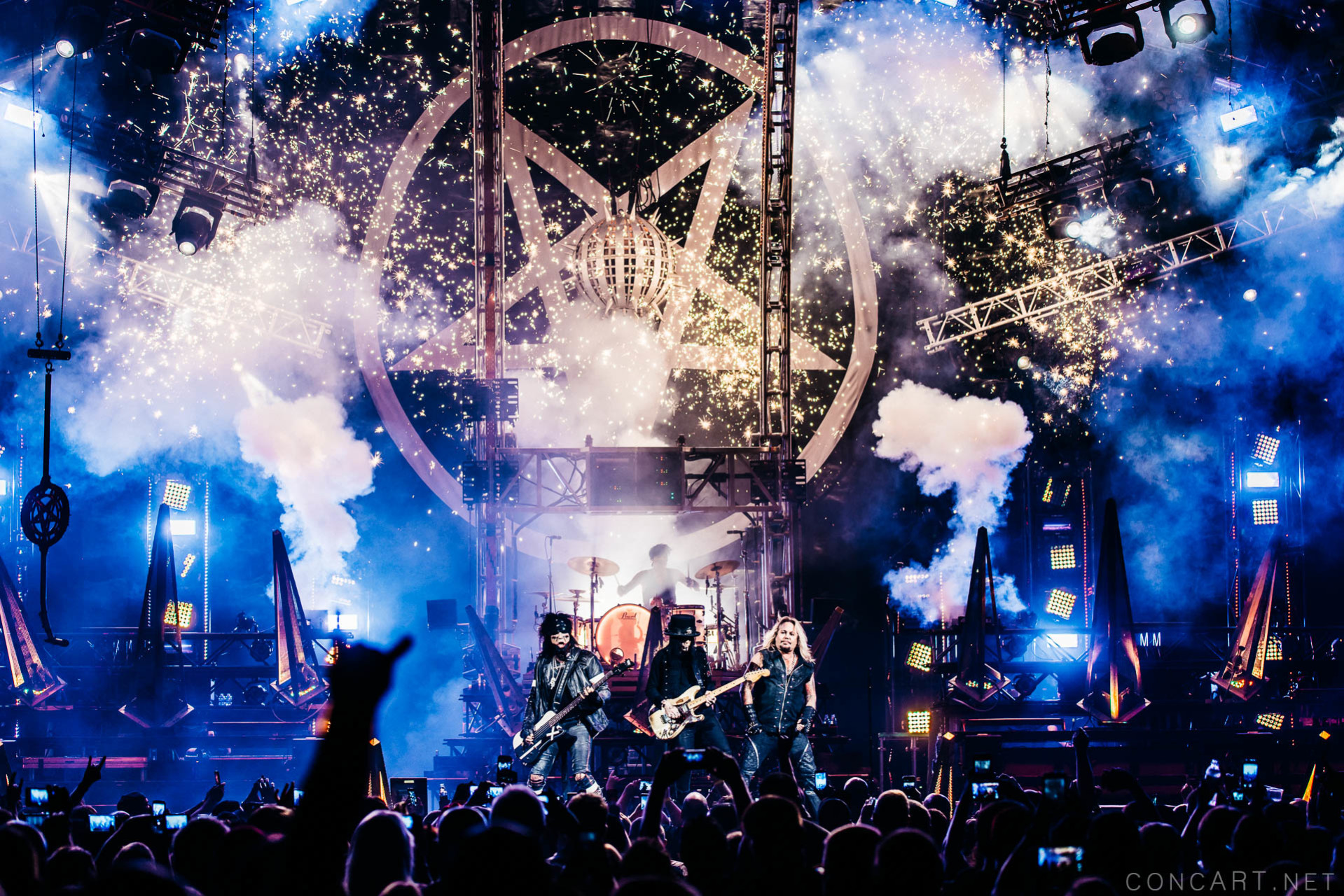 Mötley Crüe photo by Sean Molin 47